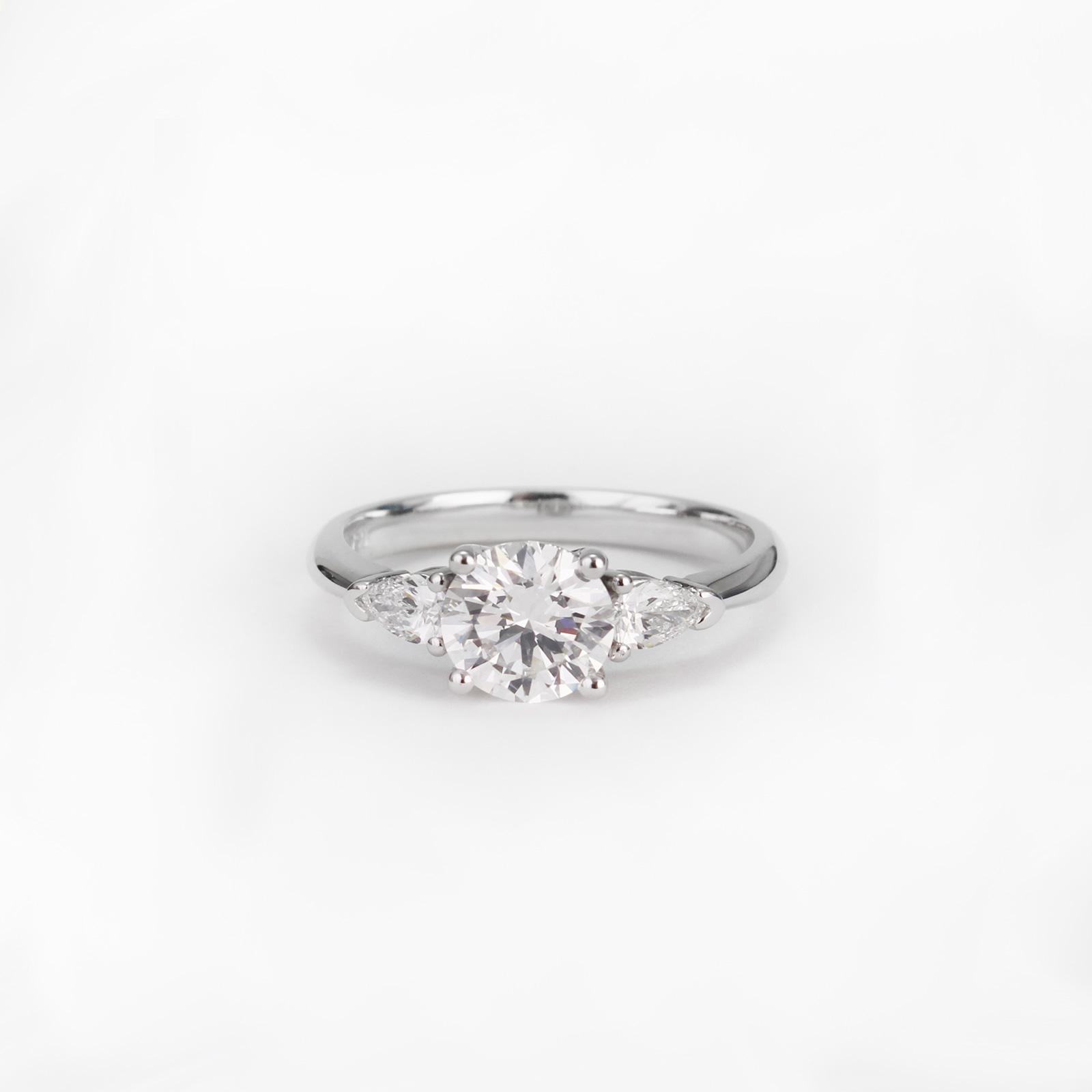 Inel cu 3 diamante
